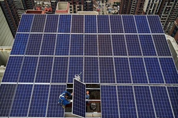 Các thành phần chính của một hệ thống pin năng lượng mặt trời là gì?